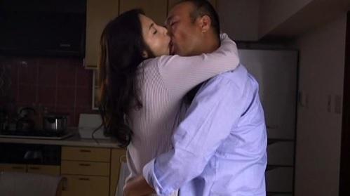 一条綺美香 夫との性生活に満足出来ず浮気する淫乱人妻