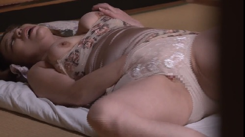 青井マリ 五十路熟女母のオナニーを覗き見てしまった息子