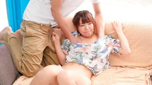 【MM号】ナンパされたオフショルダーを着たカワイイ女の子が車内エッチ