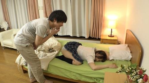 女子校生の妹を眠らせて睡眠中に犯して中出ししちゃう鬼畜兄