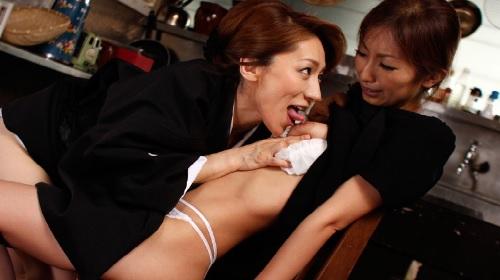松本まりな 青木玲 未亡人になった嫁をレズ調教する姑