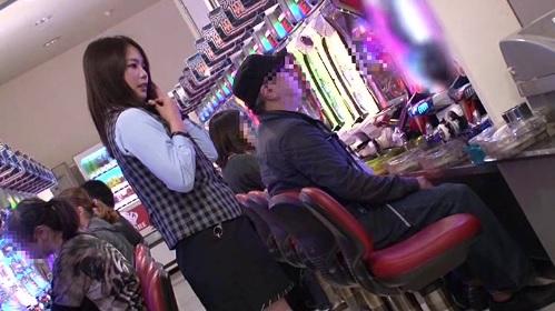 パチンコで負けた腹いせにモコンバイブを挿入され羞恥プレイされられる女性店員
