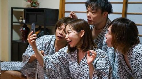 篠田ゆう 社員旅行でパリピ社員どもに寝取られ中出しされた美人妻