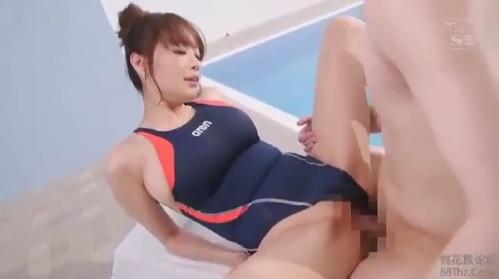 RION 競泳水着を着た巨乳お姉さんとプールサイドでSEX