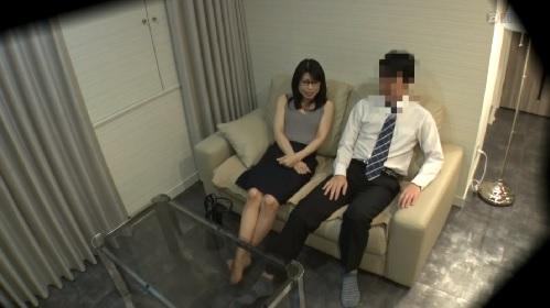 ラブホテルで浮気する人妻のSEXを盗撮