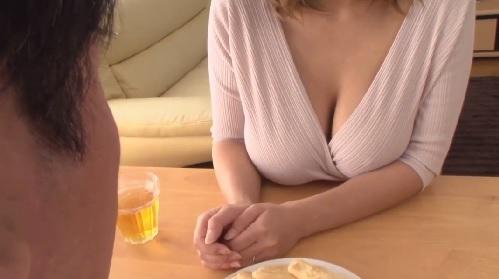 西條るり 独身には刺激が強過ぎる!?隣人美人妻のノーブラ巨乳おっぱい