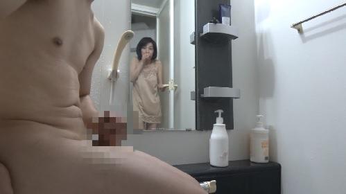 磯山恵子 浴室でセンズリしていた娘婿の勃起チンポに目を奪われた義母