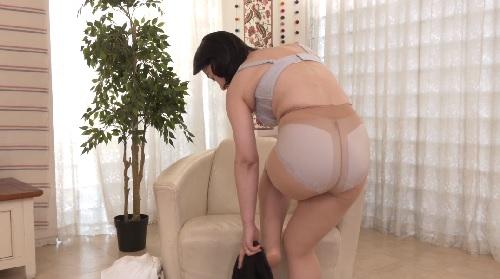 小沢あき 初撮り五十路の熟女妻のインタビュー