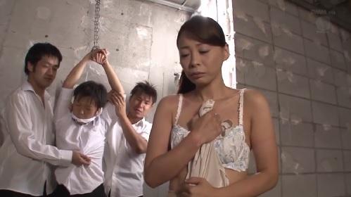 竹内れい子 拘束された息子の目の前で輪姦された母親