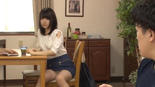ももき希 清純系のめちゃカワイイ小悪魔チックな女の子がパンチラや生着替えで挑発