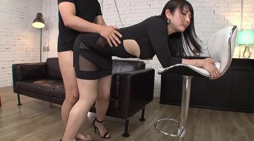 二階堂ゆりタイトスカートを履いたままのお姉さんと着衣SEX