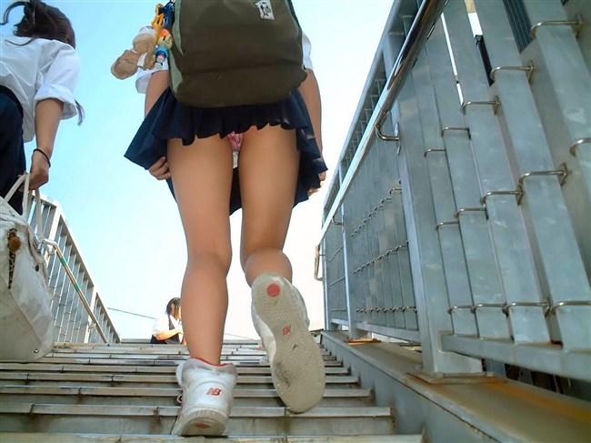 絶対目視してはいけない!階段下からミニスカJKを見上げる絶景www0022shikogin