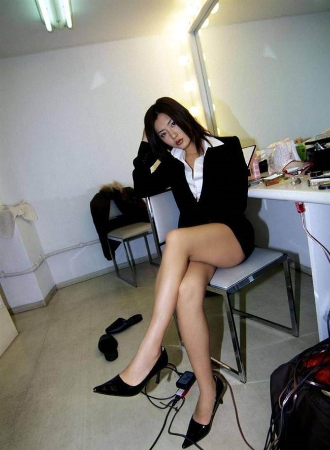 綺麗なパンスト脚にムラムラせずにはいられないOLお姉さんwwww0017shikogin