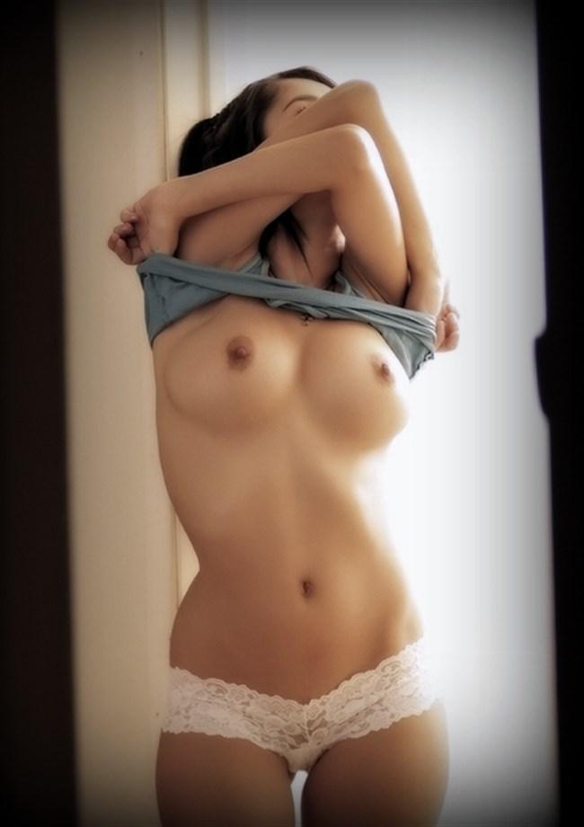 下着を外してる最中の女子が全裸ヌードよりもえちえちwwwwww0003shikogin
