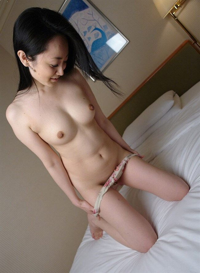 下着を外してる最中の女子が全裸ヌードよりもえちえちwwwwww0004shikogin