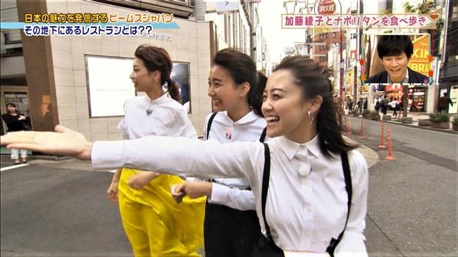加藤綾子~王様のブランチにて薄手の黄色スカートが風で太ももにピッタリのエロ姿!0002shikogin