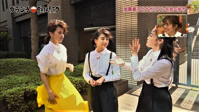 加藤綾子~王様のブランチにて薄手の黄色スカートが風で太ももにピッタリのエロ姿!0004shikogin