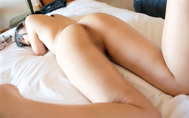 ベットに横たわる下着尻にムラムラせずにはいられない画像www0015shikogin