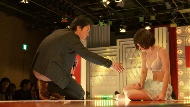 吉岡里帆~ドラマきみが心に棲みついたでオッパイがこぼれそうな下着姿を披露!0012shikogin
