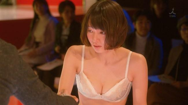 吉岡里帆~ドラマきみが心に棲みついたでオッパイがこぼれそうな下着姿を披露!0014shikogin
