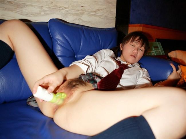 おま〇こに自らバイブをグッサリ差し込んでるオナニー好きな女の子wwww0004shikogin