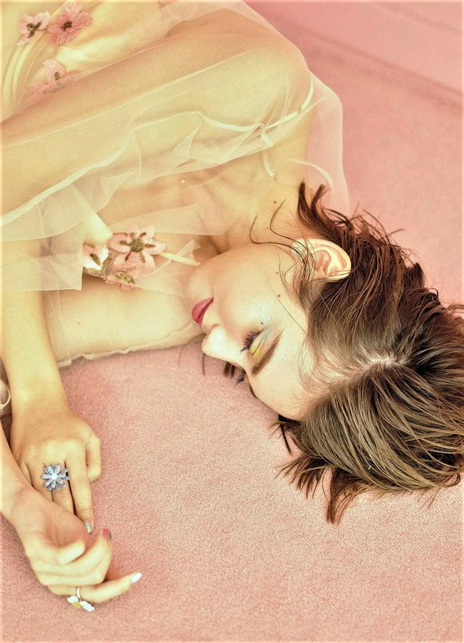 滝沢カレン~FLASHグラビアは上半身ヌードの妖艶な色香を猛アピール!0006shikogin