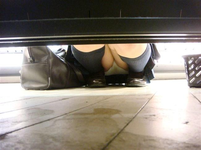 お店の陳列棚の向こうで見られるラッキーパンチラの無防備感wwwww0007shikogin