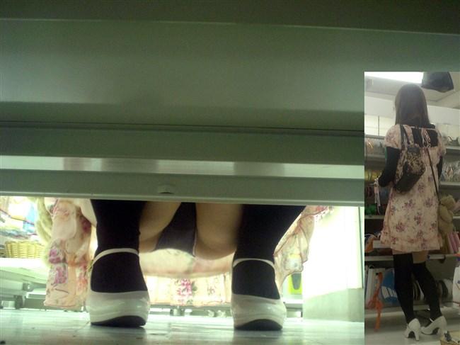 お店の陳列棚の向こうで見られるラッキーパンチラの無防備感wwwww0010shikogin