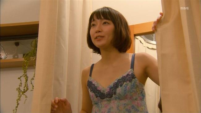吉岡里帆~ドラマでまたしてもエロい恰好を!胸の谷間がチラチラしてエロ過ぎ!0003shikogin