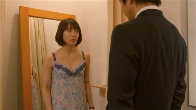 吉岡里帆~ドラマでまたしてもエロい恰好を!胸の谷間がチラチラしてエロ過ぎ!0006shikogin