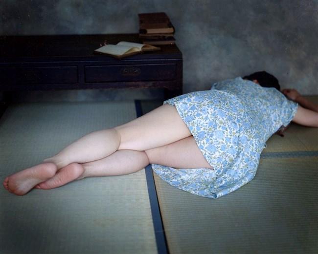 顔を埋めたくなる健康的でムチムチした女性の下半身がこちらwwww0003shikogin