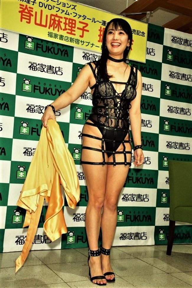 脊山麻理子~新作DVD発売記念イベントで超エロいボンデージ姿で登場し唖然!0008shikogin