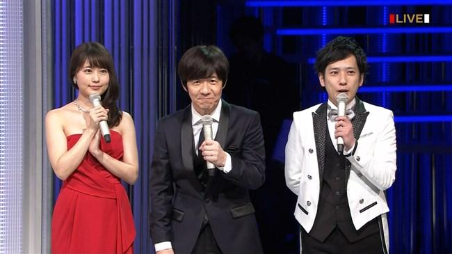 有村架純~NHK紅白歌合戦でのドレスが下がってきて胸の谷間が見えスリリング!0011shikogin