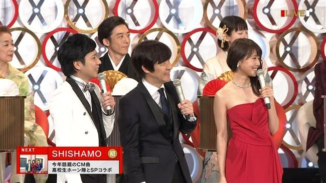 有村架純~NHK紅白歌合戦でのドレスが下がってきて胸の谷間が見えスリリング!0014shikogin