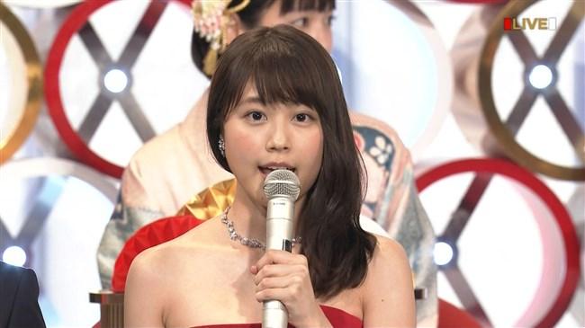 有村架純~NHK紅白歌合戦でのドレスが下がってきて胸の谷間が見えスリリング!0015shikogin