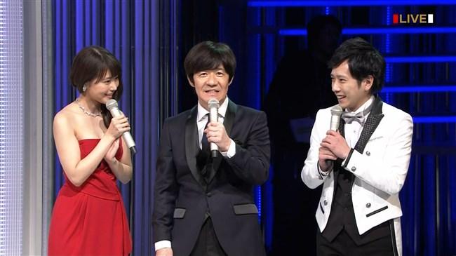 有村架純~NHK紅白歌合戦でのドレスが下がってきて胸の谷間が見えスリリング!0002shikogin