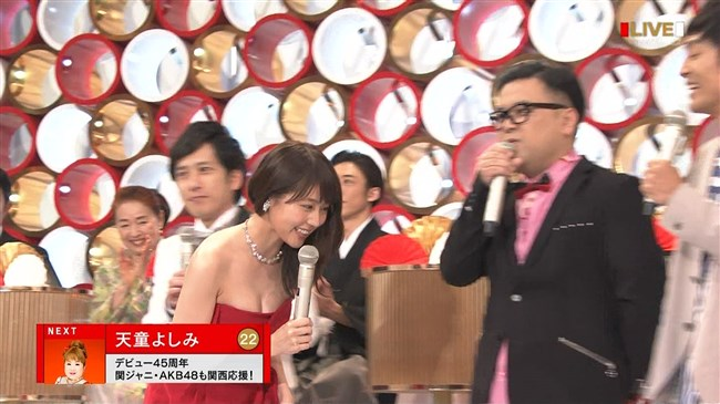 有村架純~NHK紅白歌合戦でのドレスが下がってきて胸の谷間が見えスリリング!0003shikogin