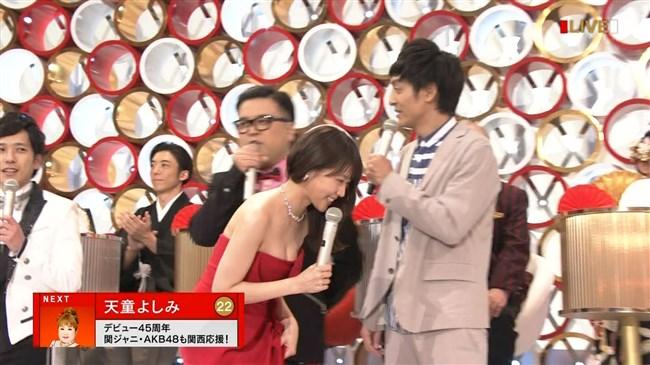 有村架純~NHK紅白歌合戦でのドレスが下がってきて胸の谷間が見えスリリング!0005shikogin