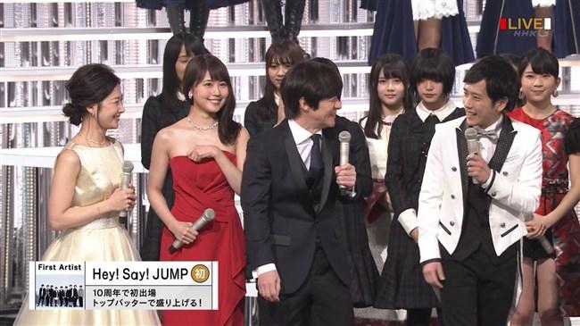 有村架純~NHK紅白歌合戦でのドレスが下がってきて胸の谷間が見えスリリング!0006shikogin