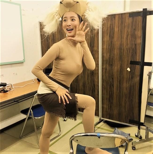 夏菜~笑ってはいけないでの全身タイツ姿が巨乳過ぎて思わず身を乗り出したぞ!0008shikogin