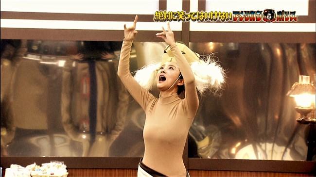 夏菜~笑ってはいけないでの全身タイツ姿が巨乳過ぎて思わず身を乗り出したぞ!0011shikogin