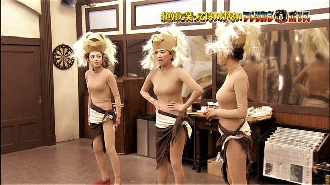夏菜~笑ってはいけないでの全身タイツ姿が巨乳過ぎて思わず身を乗り出したぞ!0015shikogin