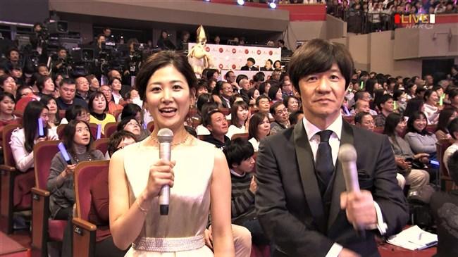 桑子真帆~NHK紅白歌合戦でのムッチリ腕で胸の膨らみがエロいノースリーブ姿が最高!0005shikogin