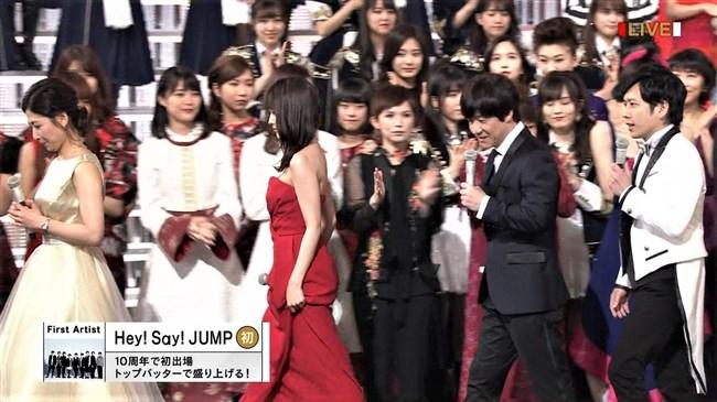 桑子真帆~NHK紅白歌合戦でのムッチリ腕で胸の膨らみがエロいノースリーブ姿が最高!0008shikogin