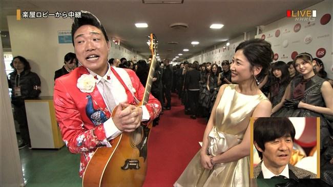 桑子真帆~NHK紅白歌合戦でのムッチリ腕で胸の膨らみがエロいノースリーブ姿が最高!0011shikogin