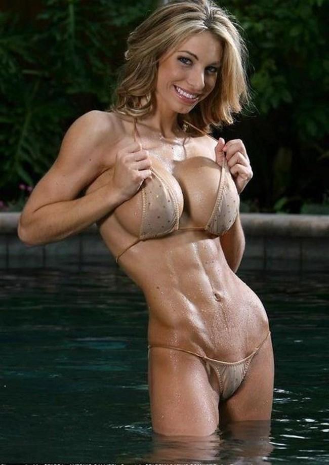 外国人女子のカッチカチなマッスル水着ボディをおかずに射精に挑戦wwww0024shikogin