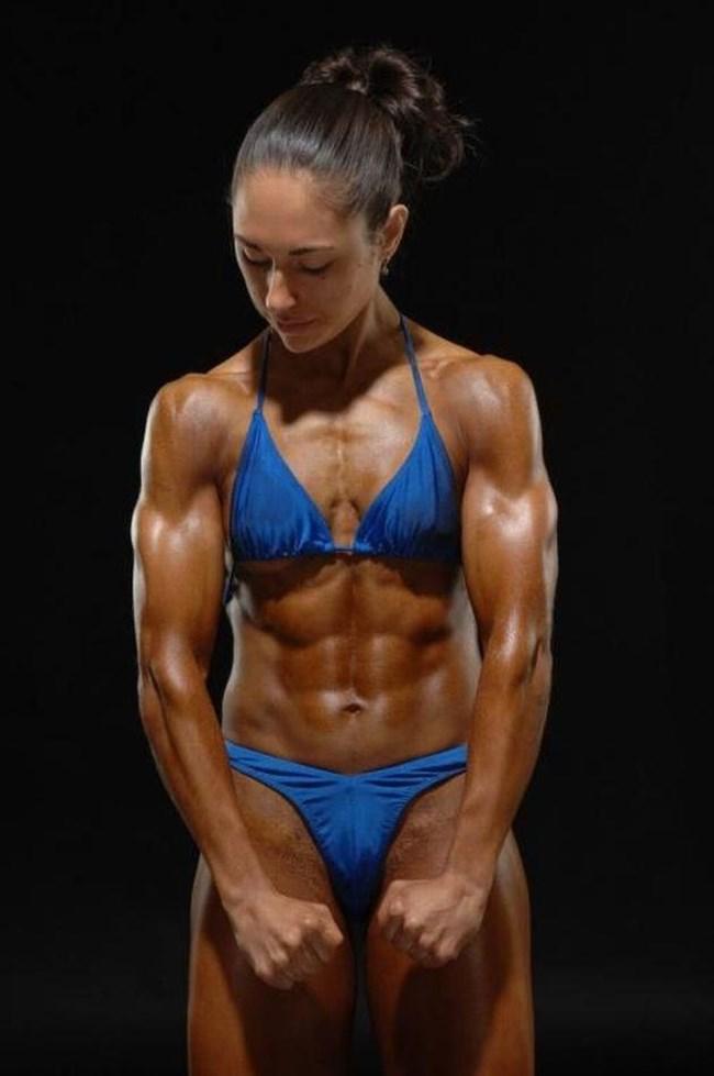 外国人女子のカッチカチなマッスル水着ボディをおかずに射精に挑戦wwww0026shikogin