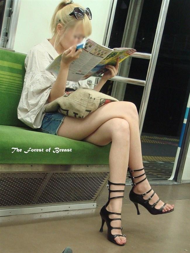ミニスカ女子が足組んで太ももがむにゅってなってる光景がすこwwwww0002shikogin