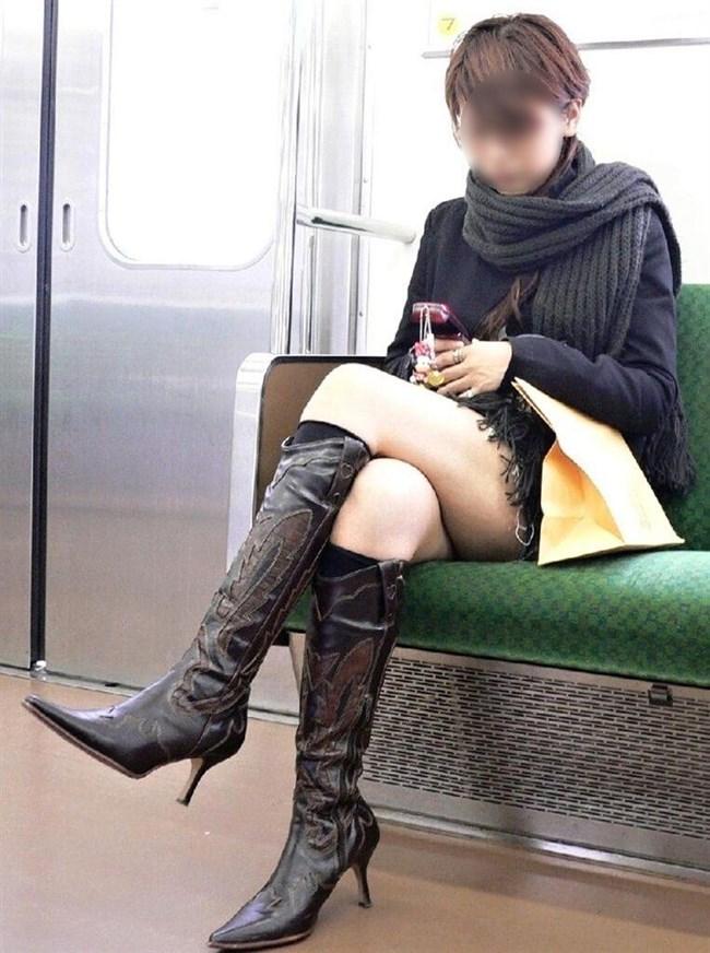 ミニスカ女子が足組んで太ももがむにゅってなってる光景がすこwwwww0007shikogin