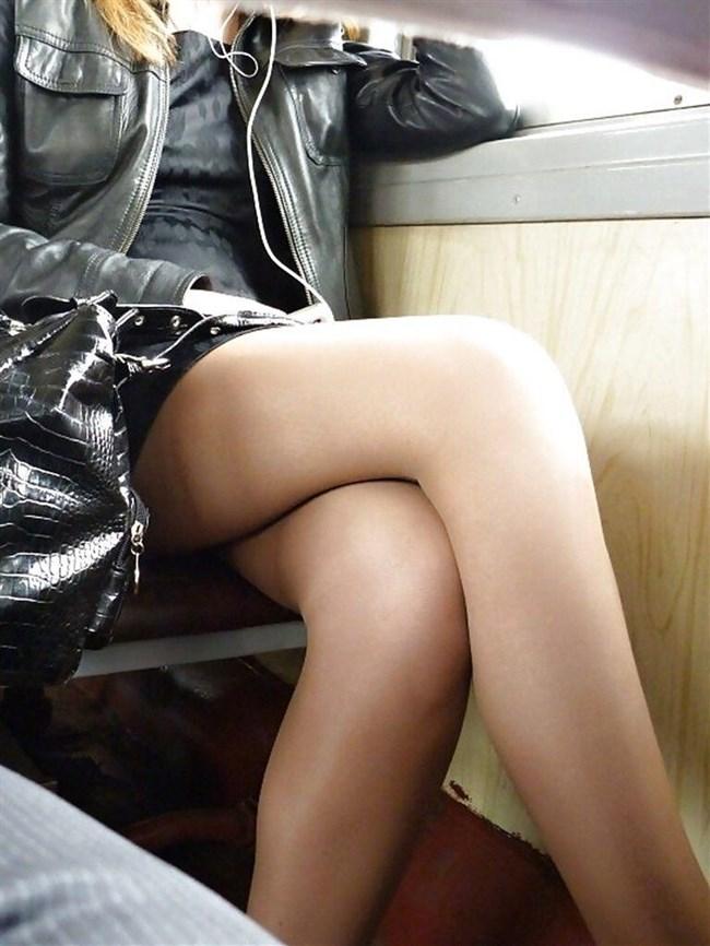 ミニスカ女子が足組んで太ももがむにゅってなってる光景がすこwwwww0011shikogin